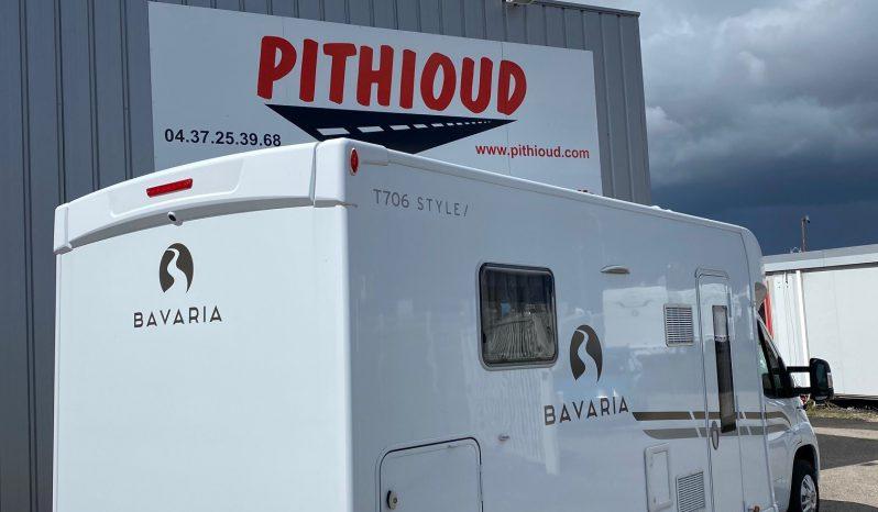 Bavaria T706C lit central + lit de pavillon 6.95m complet