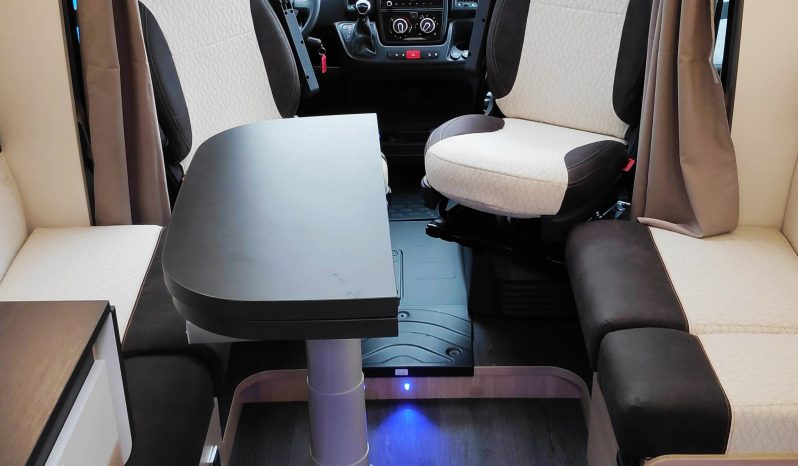 Camping-car profilé neuf Challenger 328 Graphite VIP FIAT complet
