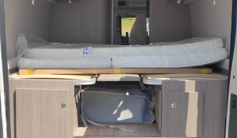 Fourgon Face route Lit jumeaux sur soute Challenger 2021 complet
